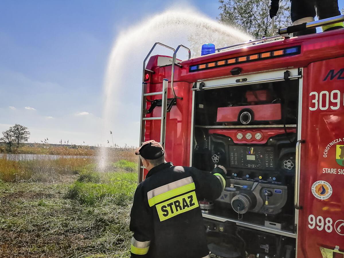 Spłonęło 8 ara nieużytków przy rzece Odra