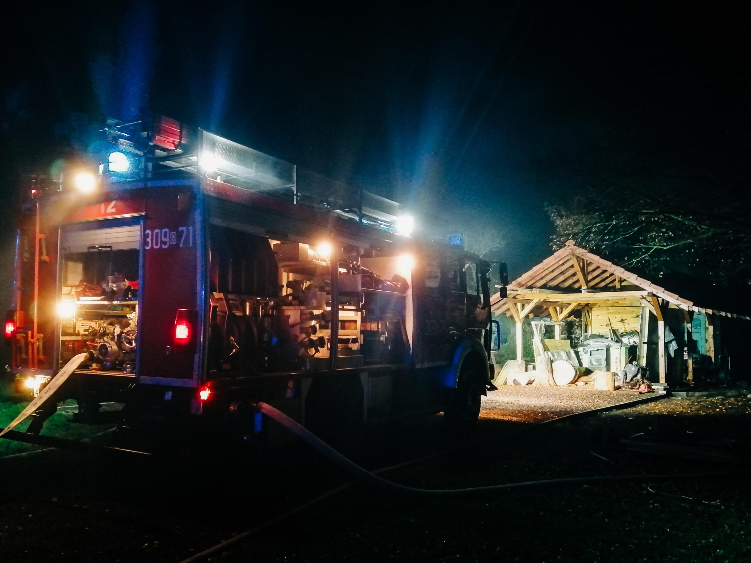 Nocny pożar przydomowej altany
