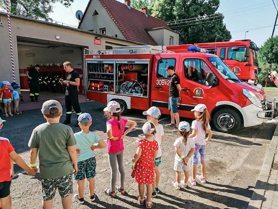Przedszkolaki odwiedziły strażaków